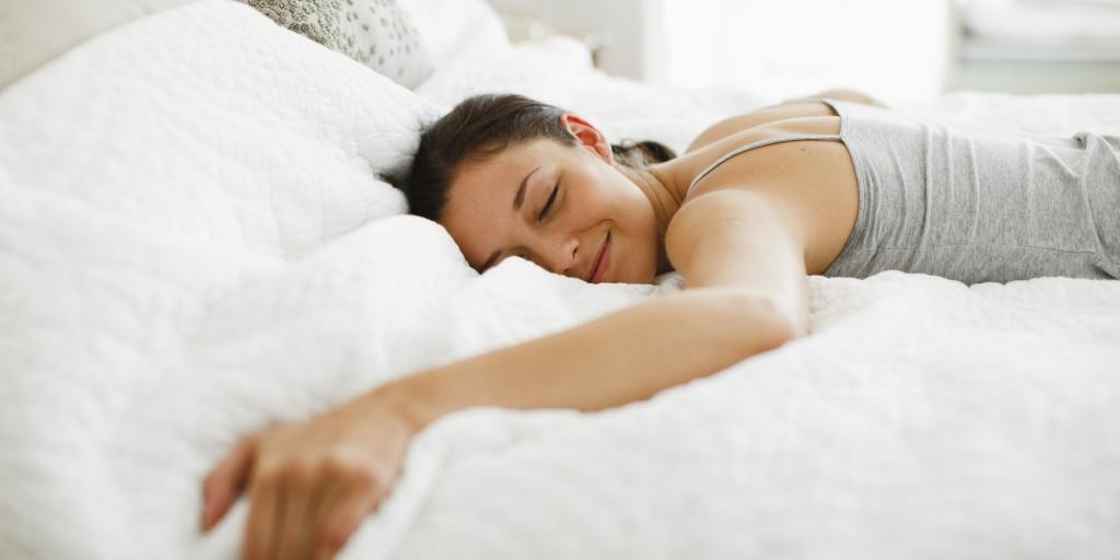 pre workout o-WOMAN-SLEEPING-BED-facebook